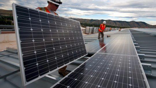 L'utilisation des panneaux solaires, pour une solution écologique.